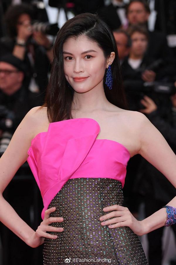 """Thiên thần số 1 châu Á mặc như """"bán khỏa thân"""" trên thảm đỏ Cannes là ai? - 4"""