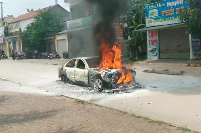 Nhiều vụ cháy xe hơi xảy ra liên tiếp trong vòng một tuần với những lý do khá