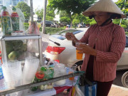 Tp:HCM: Nắng nóng, nước uống bình dân vỉa hè lên ngôi
