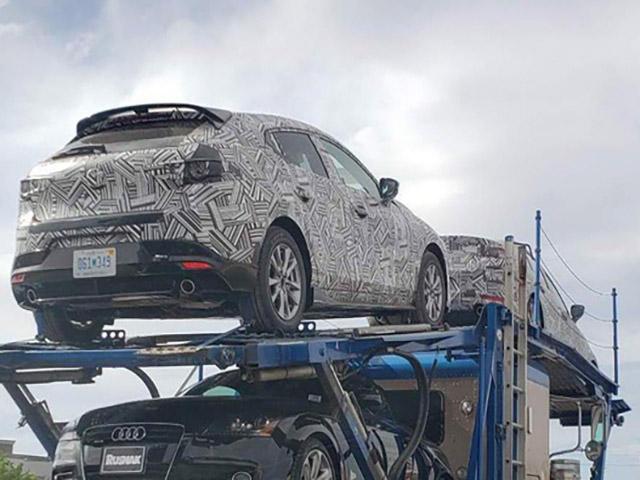 Mazda 3 phiên bản hiệu xuất cao được nguy trang cẩn thận bị bắt gặp đang trên đường vận chuyển