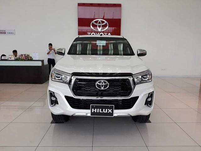 Bảng giá xe Toyota Hilux 2019 lăn bánh mới nhất - Cuộc chiến trong phân khúc xe bán tải