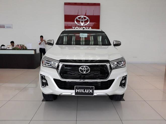 Bảng giá xe Toyota Hilux 2019 lăn bánh mới nhất - Cuộc chiến trong phân khúc xe bán tải - 1