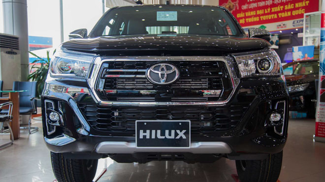 Bảng giá xe Toyota Hilux 2019 lăn bánh mới nhất - Cuộc chiến trong phân khúc xe bán tải - 2