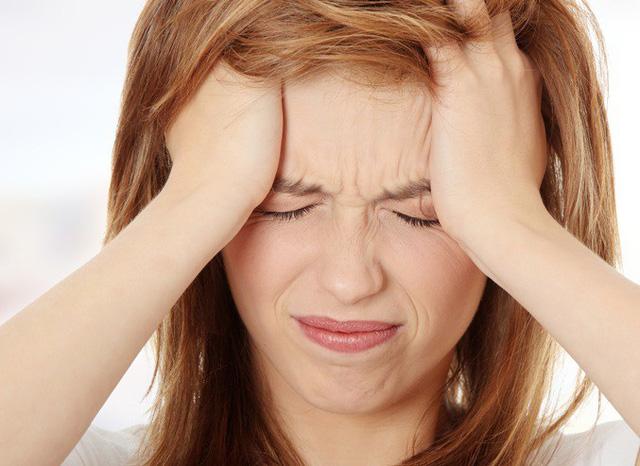 Cách đối phó những cơn đau đầu trong thời tiết nắng nóng - 1