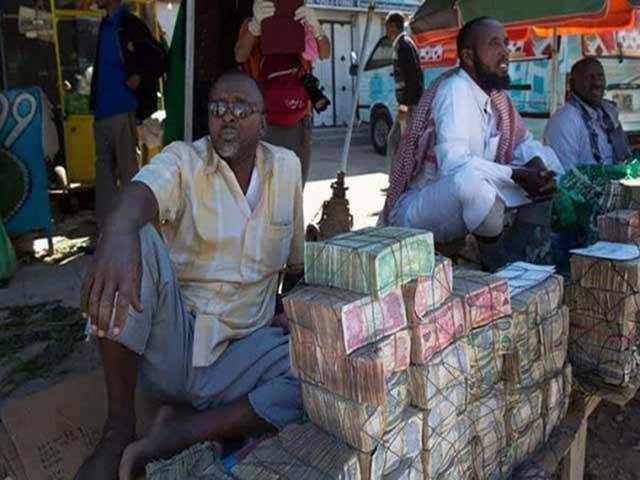 Ở nơi người dân đi chợ phải chở theo cả xe tải tiền để mua đồ