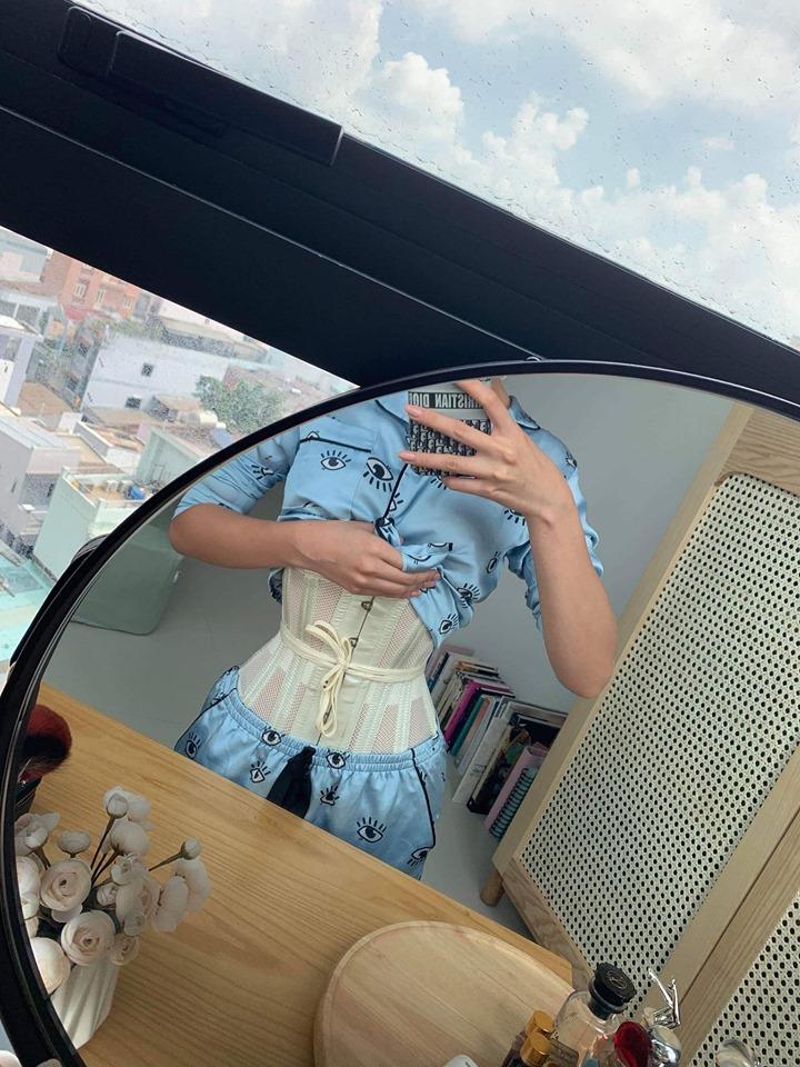 Hoa hậu gốc Bến Tre tiết lộ về khung sắt để bó thân hình đồng hồ cát hoàn hảo - 2