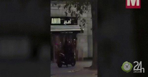 Anh: Video nhóm cướp đi mô tô, cầm dao búa cướp cửa hàng giữa ban ngày