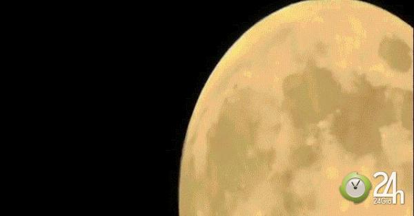 Zoom cận cảnh mặt trăng, phát hiện tập đoàn UFO bí hiểm đang bay?