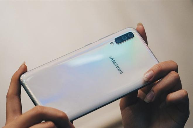 Lộ diện smartphone trang bị camera 64 MP siêu khủng của Samsung - 1
