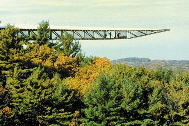 Những cây cầu kính khiến du khách thót tim, run rẩy mà vẫn thích mê mệt - 10