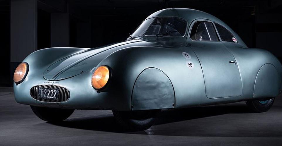 """Chiếc xe hơi cũ rích nhưng được giới siêu giàu """"thèm muốn"""" giá cả trăm tỷ đồng - 1"""