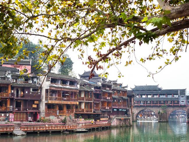 Phượng Hoàng cổ trấn - vẻ đẹp hàng trăm năm vẫn luôn quyến rũ du khách - 1