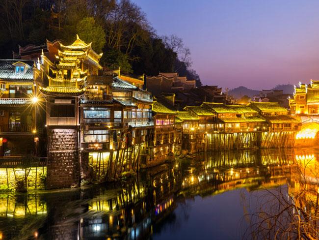 Phượng Hoàng cổ trấn - vẻ đẹp hàng trăm năm vẫn luôn quyến rũ du khách - 4