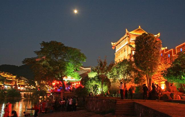 Phượng Hoàng cổ trấn - vẻ đẹp hàng trăm năm vẫn luôn quyến rũ du khách - 7