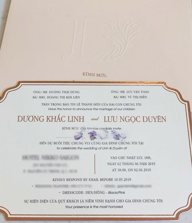 Lộ thiệp cưới ở khách sạn 5 sao của Dương Khắc Linh và bạn gái kém 13 tuổi - 1
