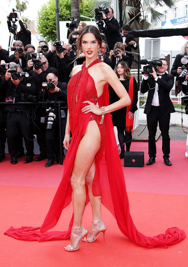 Những chiếc váy xẻ cao đẹp nhất lịch sử Cannes - 1