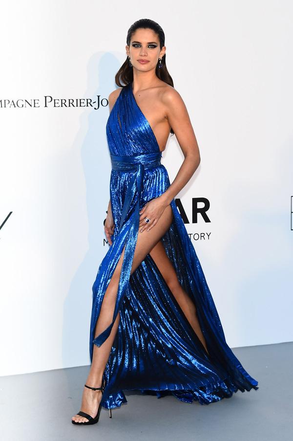 Những chiếc váy xẻ cao đẹp nhất lịch sử Cannes - 10