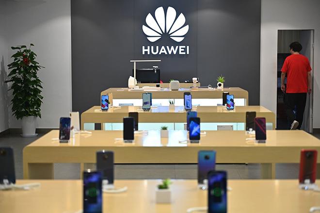 Hãng vận tải Mỹ chuyển tài liệu thương mại của Huawei từ Việt Nam về Mỹ - 1