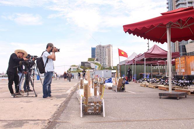 Cận ảnh trận địa pháo hoa Quốc tế Đà Nẵng trước giờ 'khai hỏa' - 3