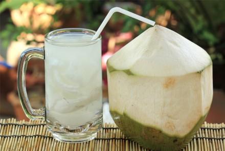Thời điểm không nên uống nước dừa vì nó rất có hại - 1
