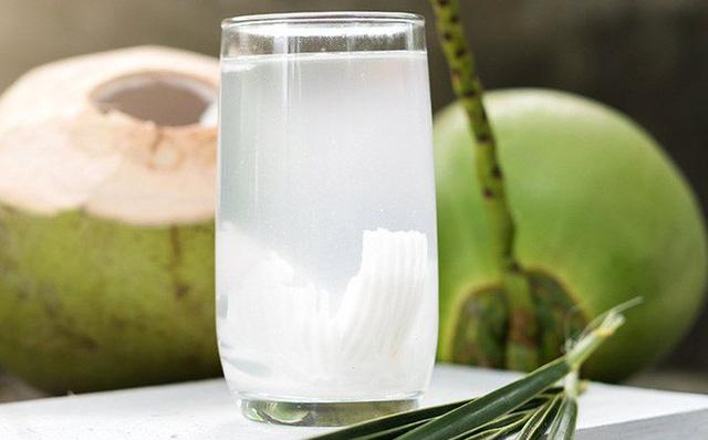 Thời điểm không nên uống nước dừa vì nó rất có hại - 2
