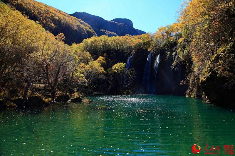 Không chỉ Trương Gia Giới, Cửu Trại Câu, Trung Quốc còn có dãy núi đẹp tuyệt vời này - 3