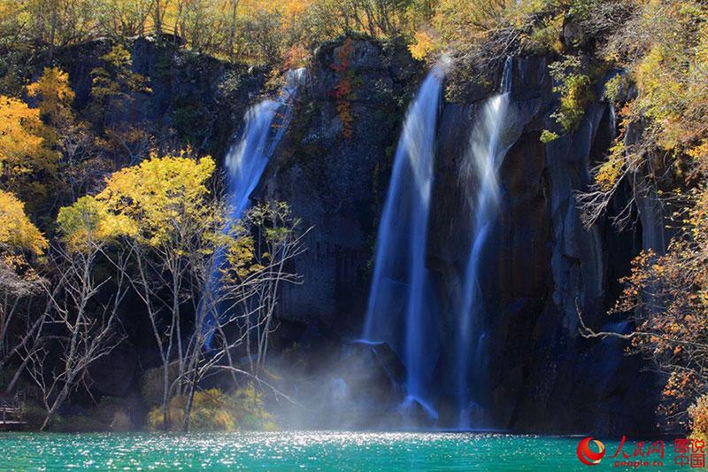 Không chỉ Trương Gia Giới, Cửu Trại Câu, Trung Quốc còn có dãy núi đẹp tuyệt vời này - 5