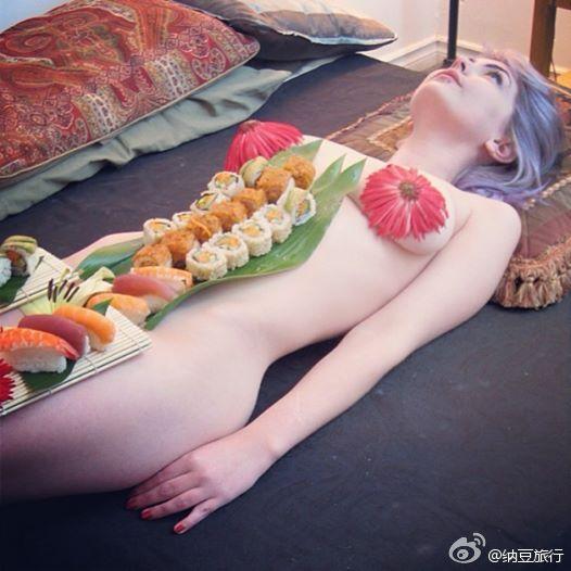 Mẫu nude bàn tiệc sushi: Kiếm tiền núi nhưng bị dè bỉu, sống tủi hổ