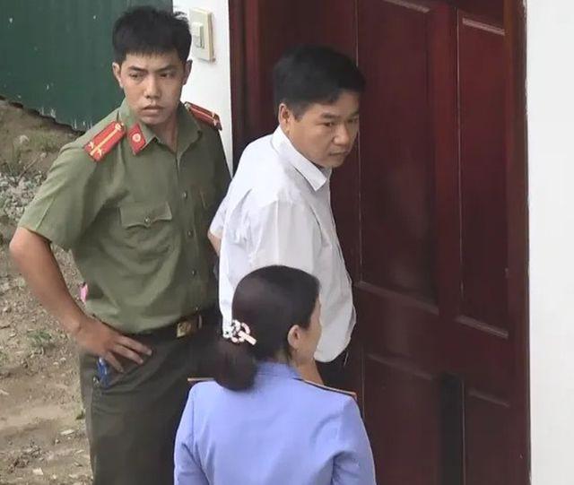 """Tạm giữ số tiền """"khủng"""" trong vụ gian lận điểm thi ở Sơn La - 2"""