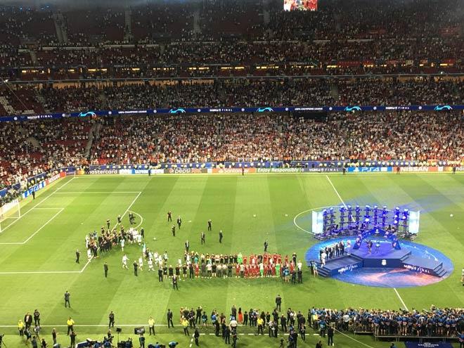 """Liverpool lần thứ 6 lên đỉnh châu Âu: Cảm xúc vỡ òa, ngả mũ nhà """"vua"""" - 4"""