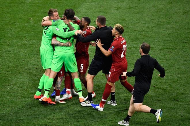 """Liverpool lần thứ 6 lên đỉnh châu Âu: Cảm xúc vỡ òa, ngả mũ nhà """"vua"""" - 1"""