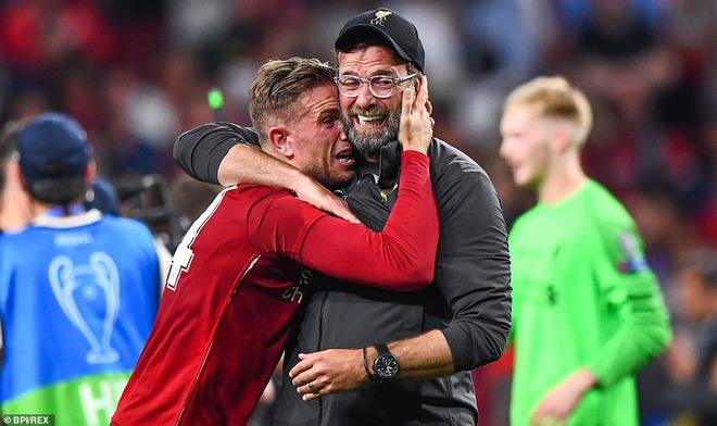 """Liverpool lần thứ 6 lên đỉnh châu Âu: Cảm xúc vỡ òa, ngả mũ nhà """"vua"""" - 2"""