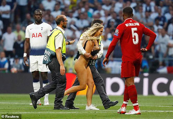 Chung kết Cúp C1 Tottenham - Liverpool: Fan nữ gây náo loạn, lộ điểm nhạy cảm - 6