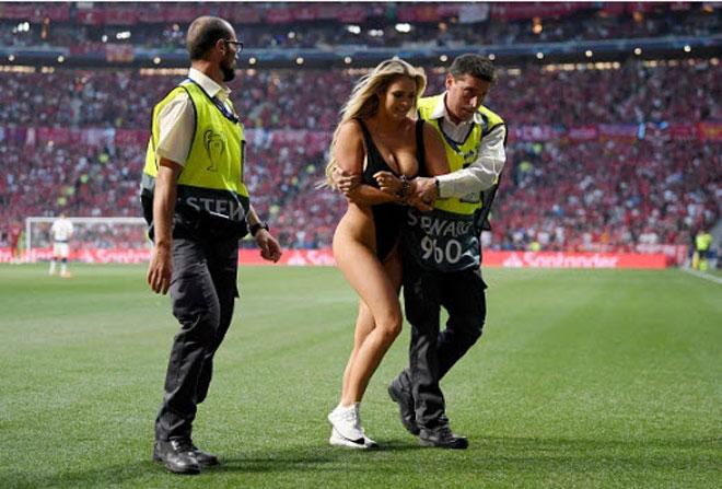 Chung kết Cúp C1 Tottenham - Liverpool: Fan nữ gây náo loạn, lộ điểm nhạy cảm - 8