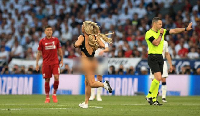 Chung kết Cúp C1 Tottenham - Liverpool: Fan nữ gây náo loạn, lộ điểm nhạy cảm - 3