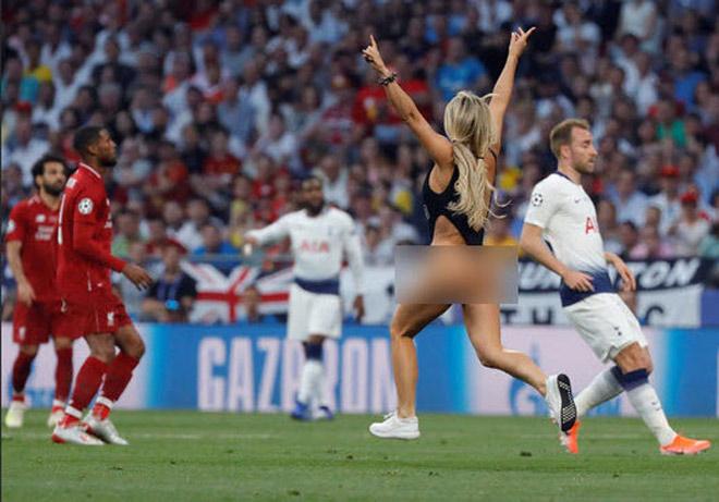 Chung kết Cúp C1 Tottenham - Liverpool: Fan nữ gây náo loạn, lộ điểm nhạy cảm - 1