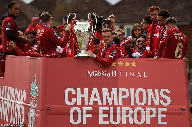 Liverpool rước cúp vô địch Champions League: HLV Klopp rạng rỡ, bùng nổ đại tiệc - 4