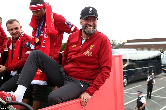 Liverpool rước cúp vô địch Champions League: HLV Klopp rạng rỡ, bùng nổ đại tiệc - 6