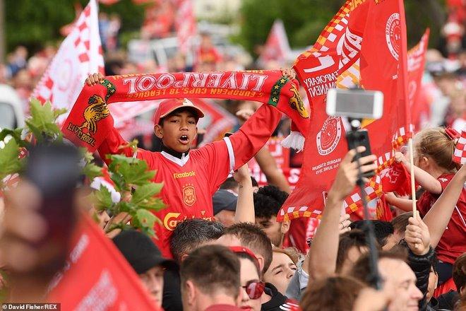 Liverpool rước cúp vô địch Champions League: HLV Klopp rạng rỡ, bùng nổ đại tiệc - 7
