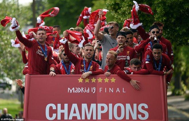 Liverpool rước cúp vô địch Champions League: HLV Klopp rạng rỡ, bùng nổ đại tiệc - 8