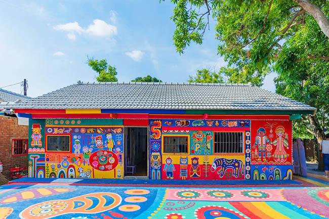 Tự mình tô vẽ, cụ ông 97 tuổi không ngờ ngôi làng cũ trở thành nơi thu hút hàng triệu người đến thăm - 4