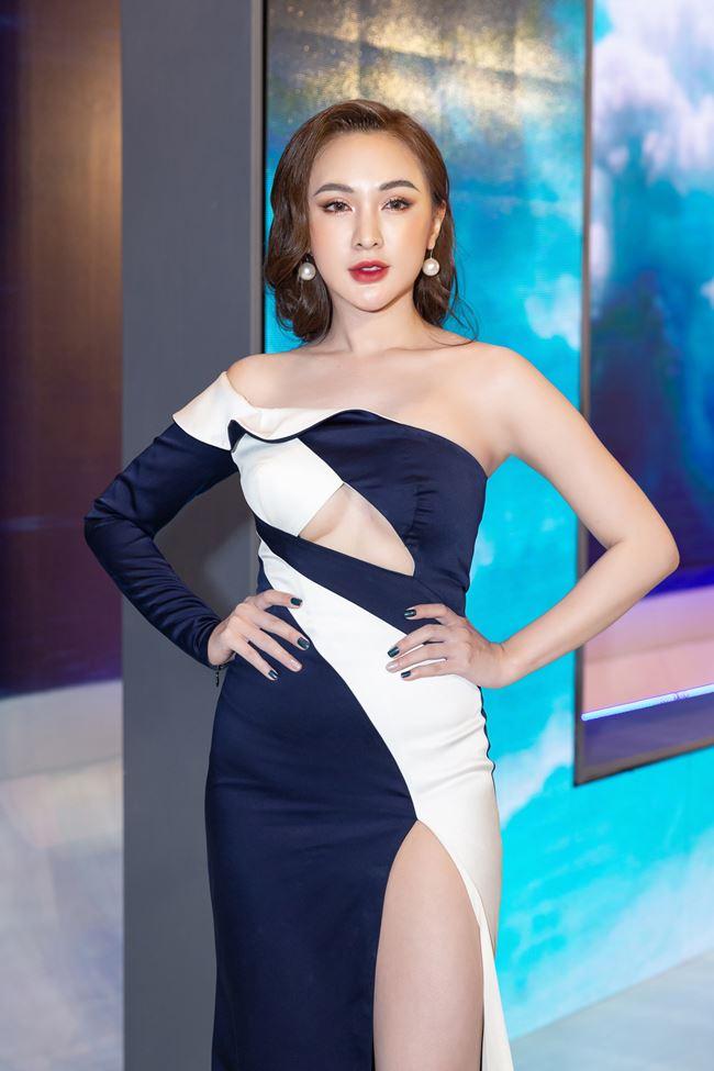 Chi Pu thử mốt váy hở chân ngực - 4