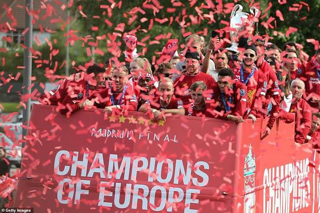 Liverpool rước cúp vô địch Champions League: HLV Klopp rạng rỡ, bùng nổ đại tiệc - 2