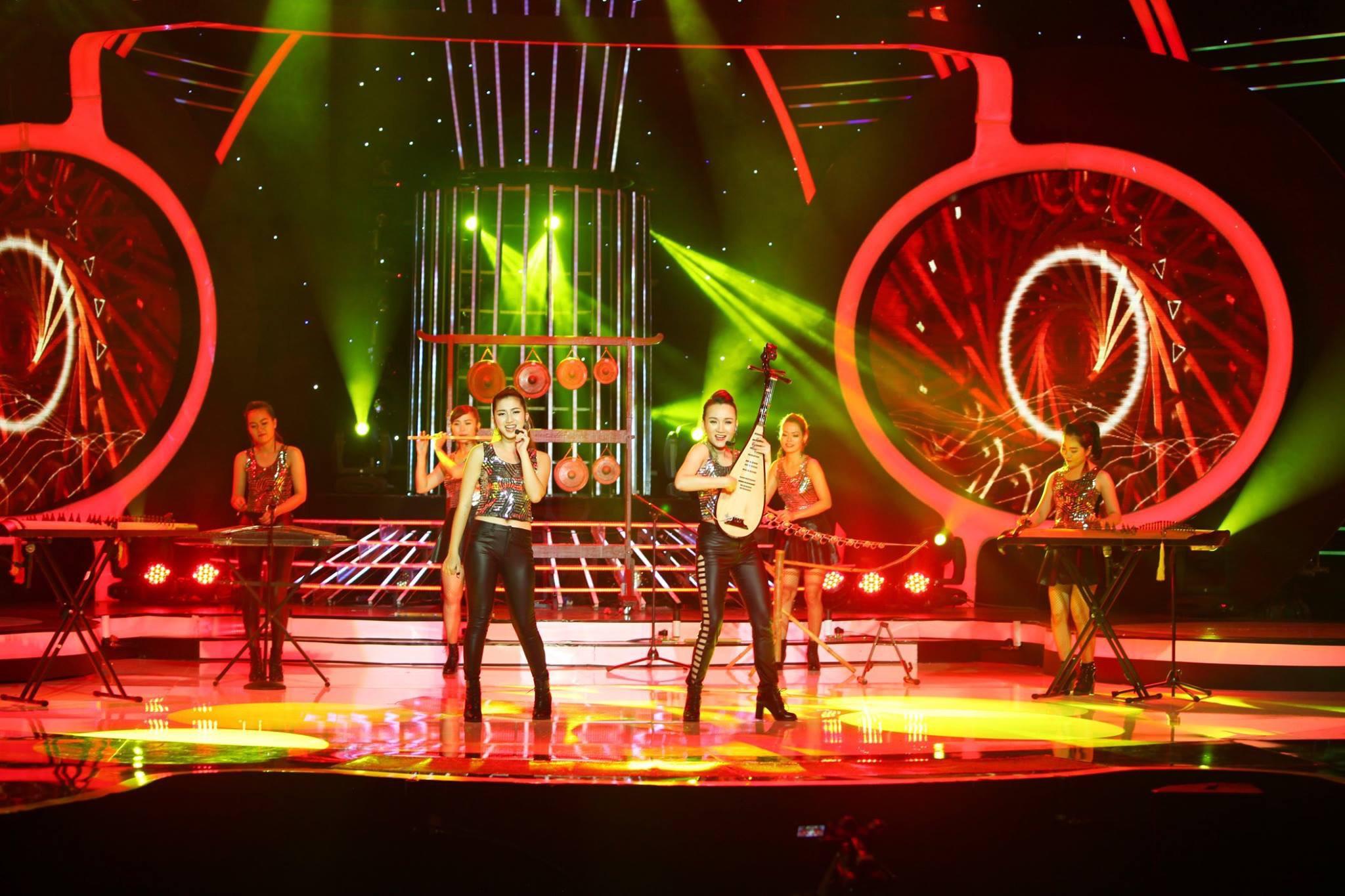 Nhóm nhạc nữ bị chỉ trích mặc phản cảm khi diễn nhạc cụ dân tộc - 1