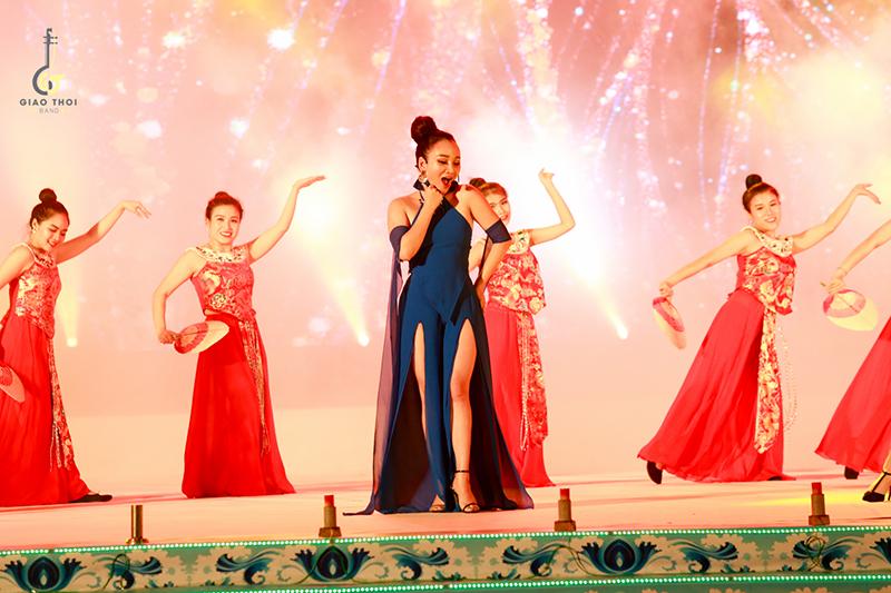 Nhóm nhạc nữ bị chỉ trích mặc phản cảm khi diễn nhạc cụ dân tộc - 2