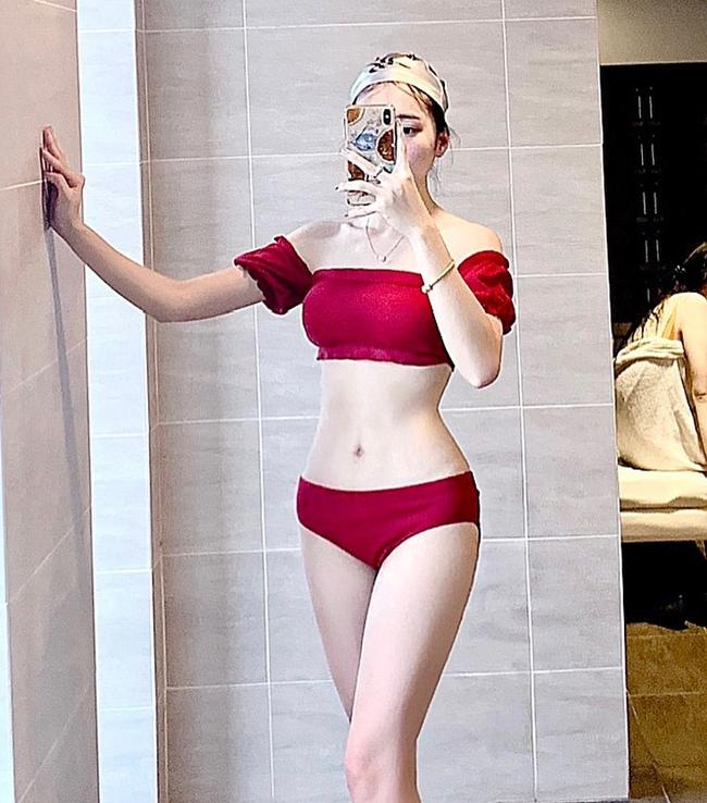 Cô chia sẻ nhiều hơn hình ảnh diện bikini nóng bỏng trên mạng xã hội.