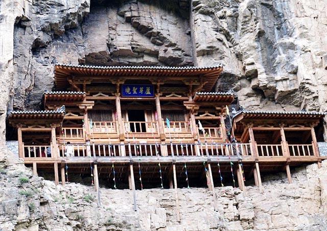 Những ngôi đền lưng chừng giữa vách đá, du khách thắc mắc làm sao để xây dựng - 7