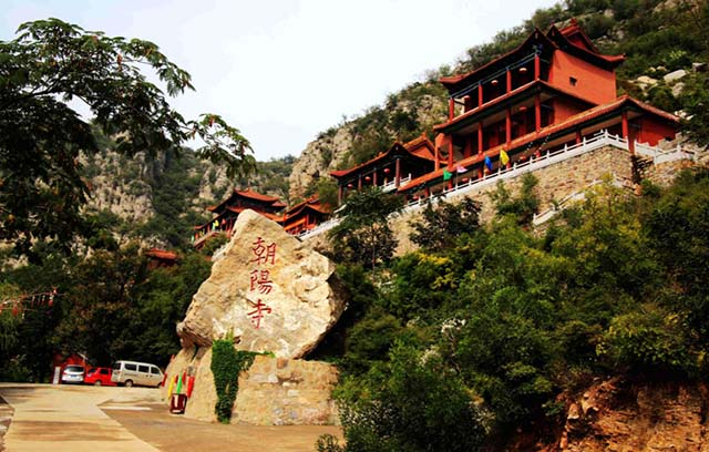 Những ngôi đền lưng chừng giữa vách đá, du khách thắc mắc làm sao để xây dựng - 4