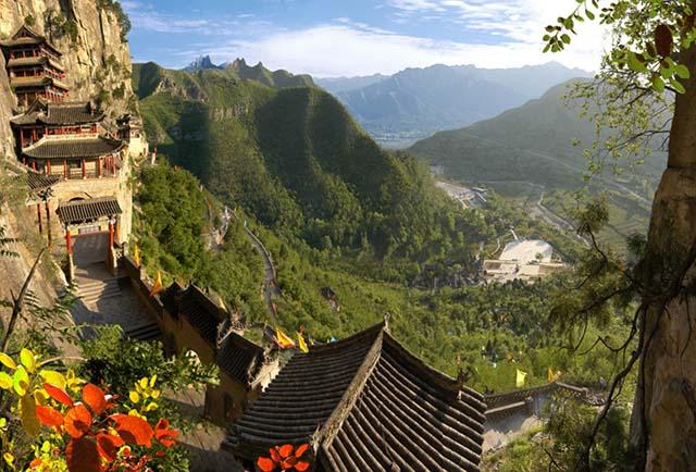 Những ngôi đền lưng chừng giữa vách đá, du khách thắc mắc làm sao để xây dựng - 6