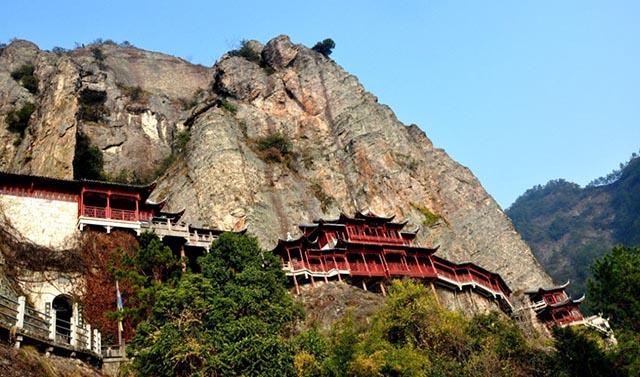 Những ngôi đền lưng chừng giữa vách đá, du khách thắc mắc làm sao để xây dựng - 5